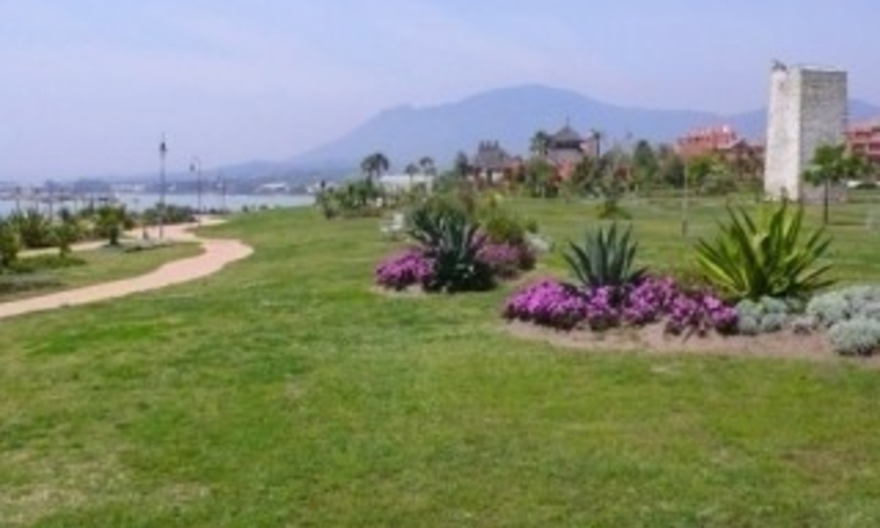 Marbella West for sale: frontline beach appartement te koop Marbella Estepona 9
