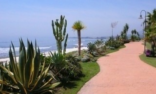 Marbella West for sale: frontline beach appartement te koop Marbella Estepona 4