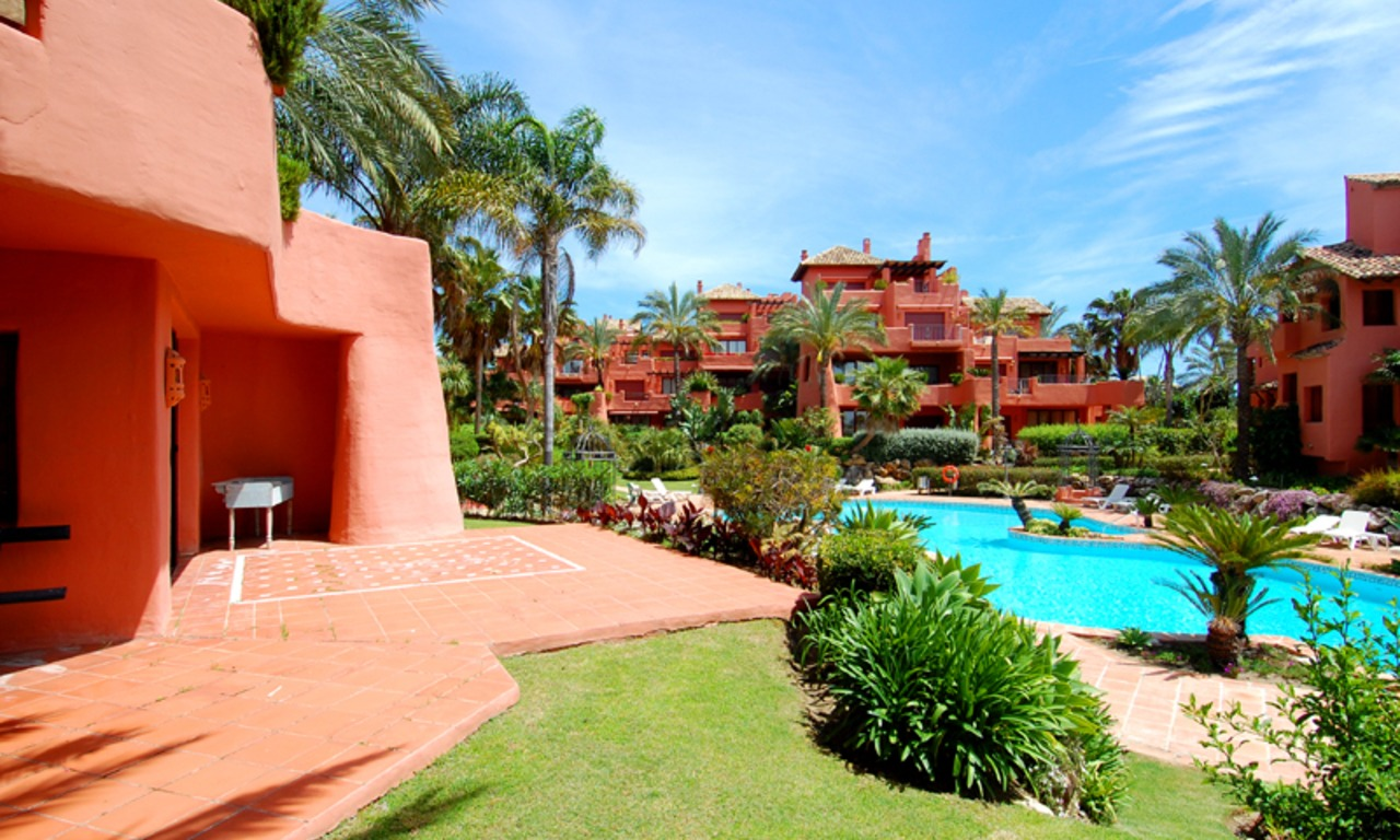 Marbella West for sale: frontline beach appartement te koop Marbella Estepona 1