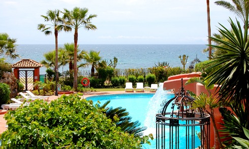 Marbella West for sale: frontline beach appartement te koop Marbella Estepona