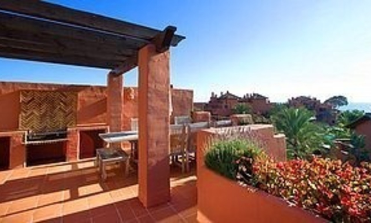 Bargain Beachfront Penthouse appartement te koop, New Golden Mile, Marbella - Estepona. 0