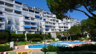 Beachfront luxe appartement te koop in Puerto Banus – Marbella 18