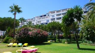 Beachside appartement te koop in Playas del Duque, Puerto Banus, Marbella 13