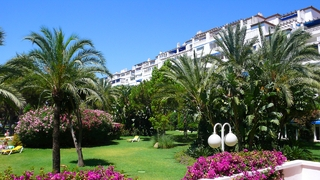 Beachside appartement te koop in Playas del Duque, Puerto Banus, Marbella 12