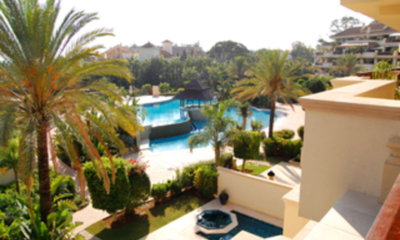 Luxe beachfront appartement te koop in Puerto Banus - Marbella 3