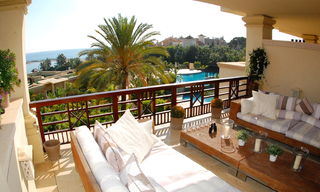 Luxe beachfront appartement te koop in Puerto Banus - Marbella 1