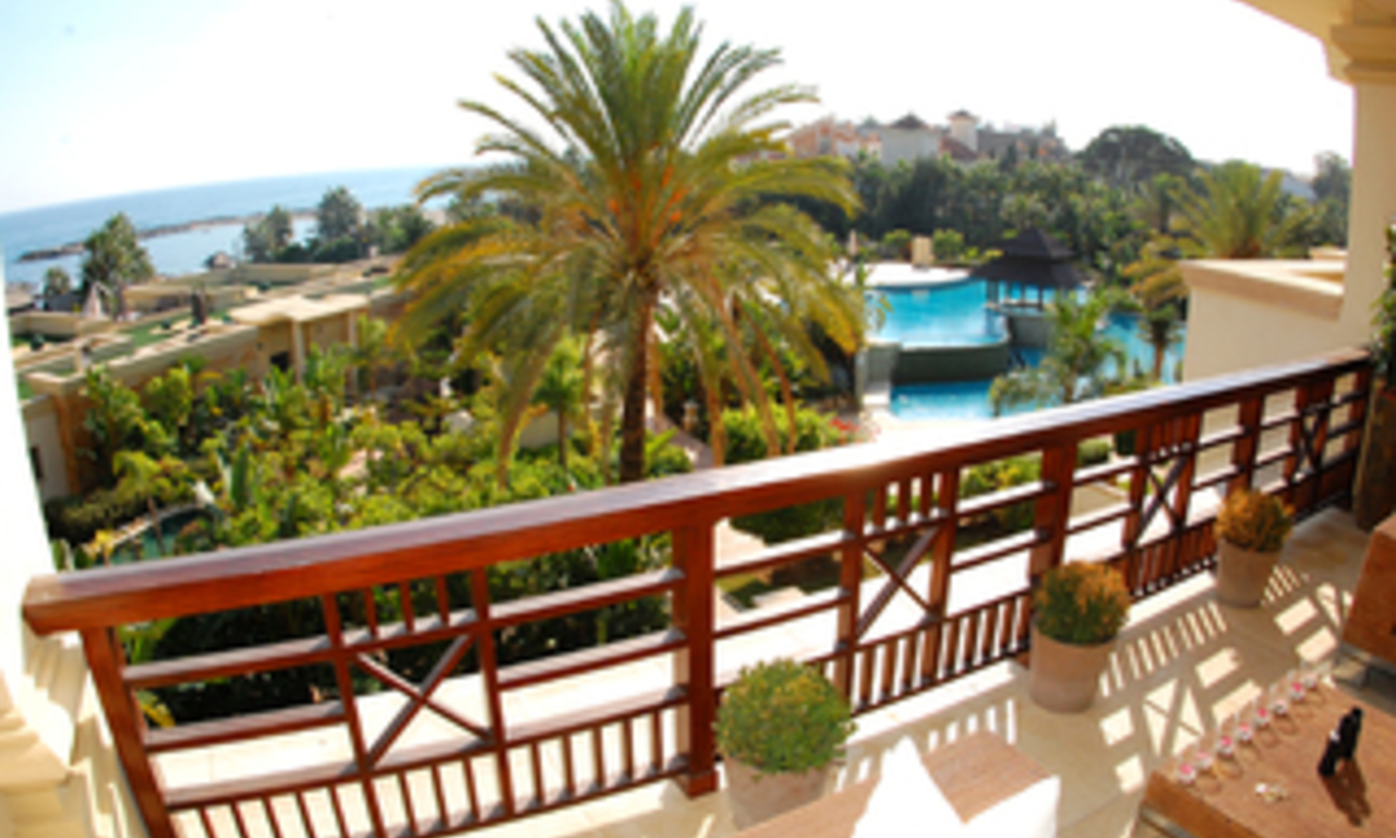 Luxe beachfront appartement te koop in Puerto Banus - Marbella 2