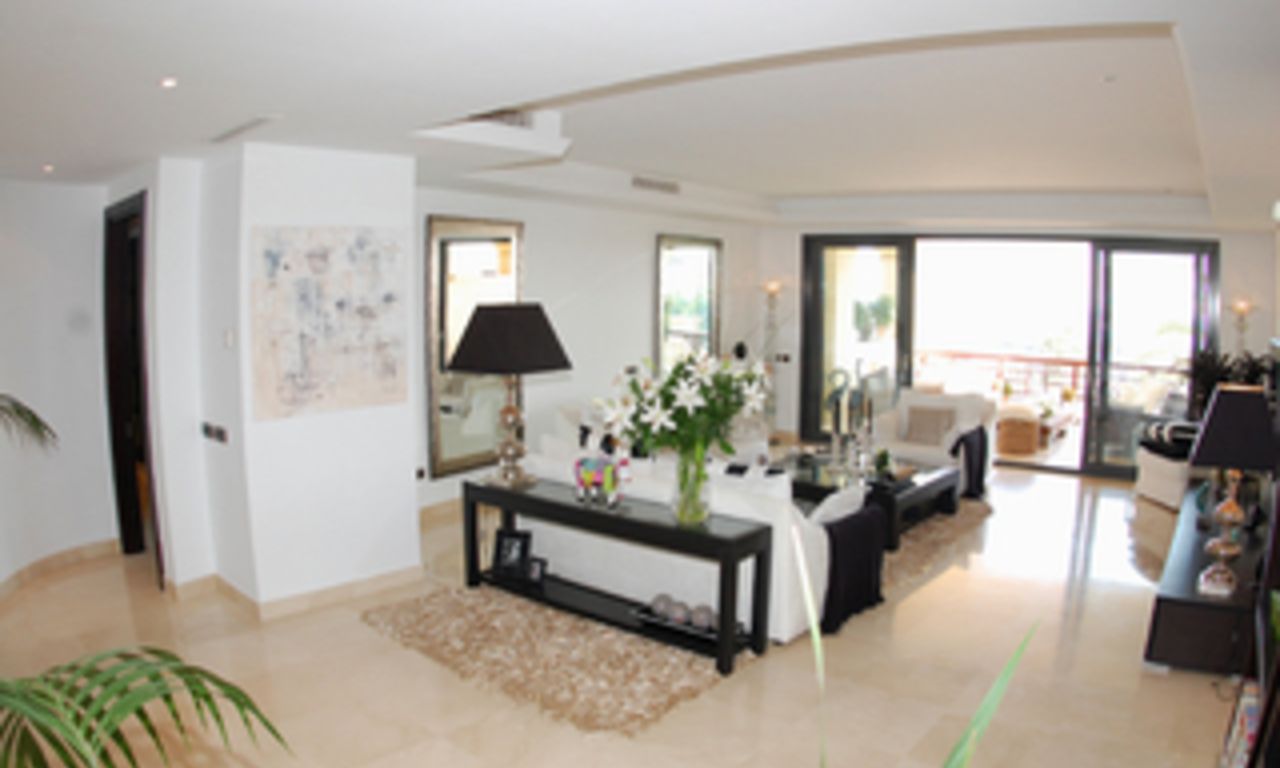 Luxe beachfront appartement te koop in Puerto Banus - Marbella 14