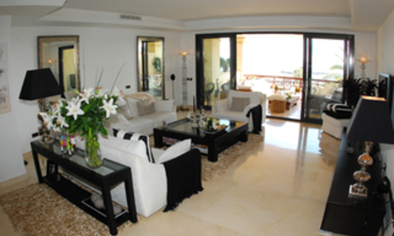 Luxe beachfront appartement te koop in Puerto Banus - Marbella 13