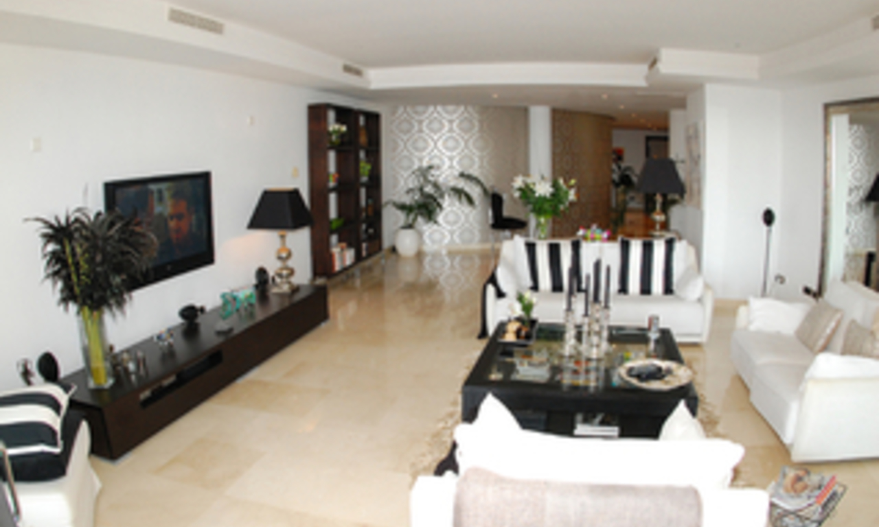 Luxe beachfront appartement te koop in Puerto Banus - Marbella 12
