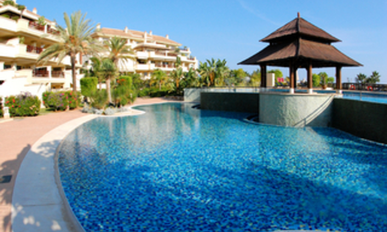 Luxe beachfront appartement te koop in Puerto Banus - Marbella 25