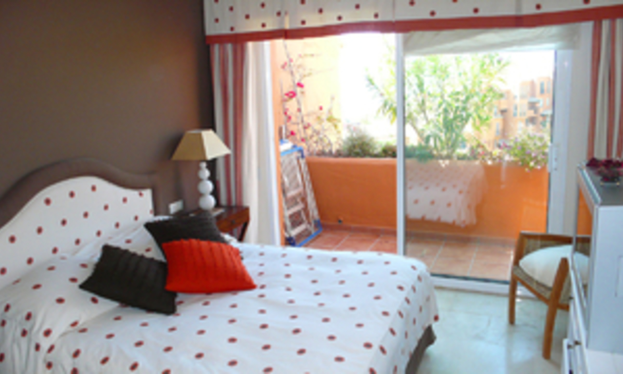 Beachfront penthouse appartement te koop in La Duquesa, Costa del Sol, Spanje. 14