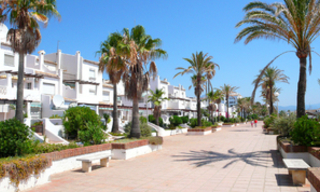 Beachfront penthouse appartement te koop in La Duquesa, Costa del Sol, Spanje. 20