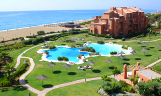 Beachfront penthouse appartement te koop in La Duquesa, Costa del Sol, Spanje. 1