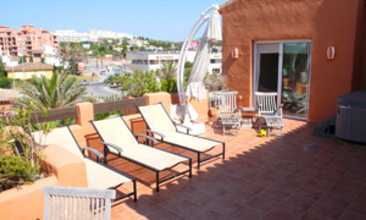 Beachfront penthouse appartement te koop in La Duquesa, Costa del Sol, Spanje. 5