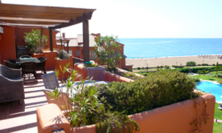 Beachfront penthouse appartement te koop in La Duquesa, Costa del Sol, Spanje. 7