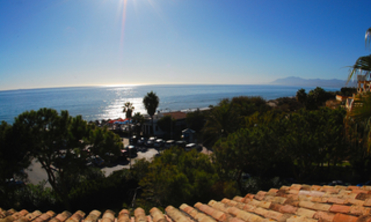 Beachfront penthouse appartement te koop in Elviria, East Marbella 11