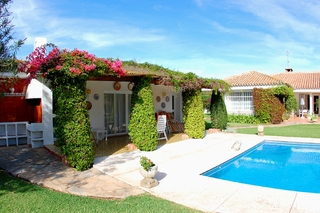 Frontline golf villa te koop, beachside en direct aan de golf course te Marbella 11