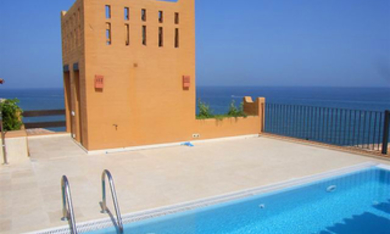 Beachfront luxe penthouse appartement te koop, New Golden Mile, Marbella - Estepona 0