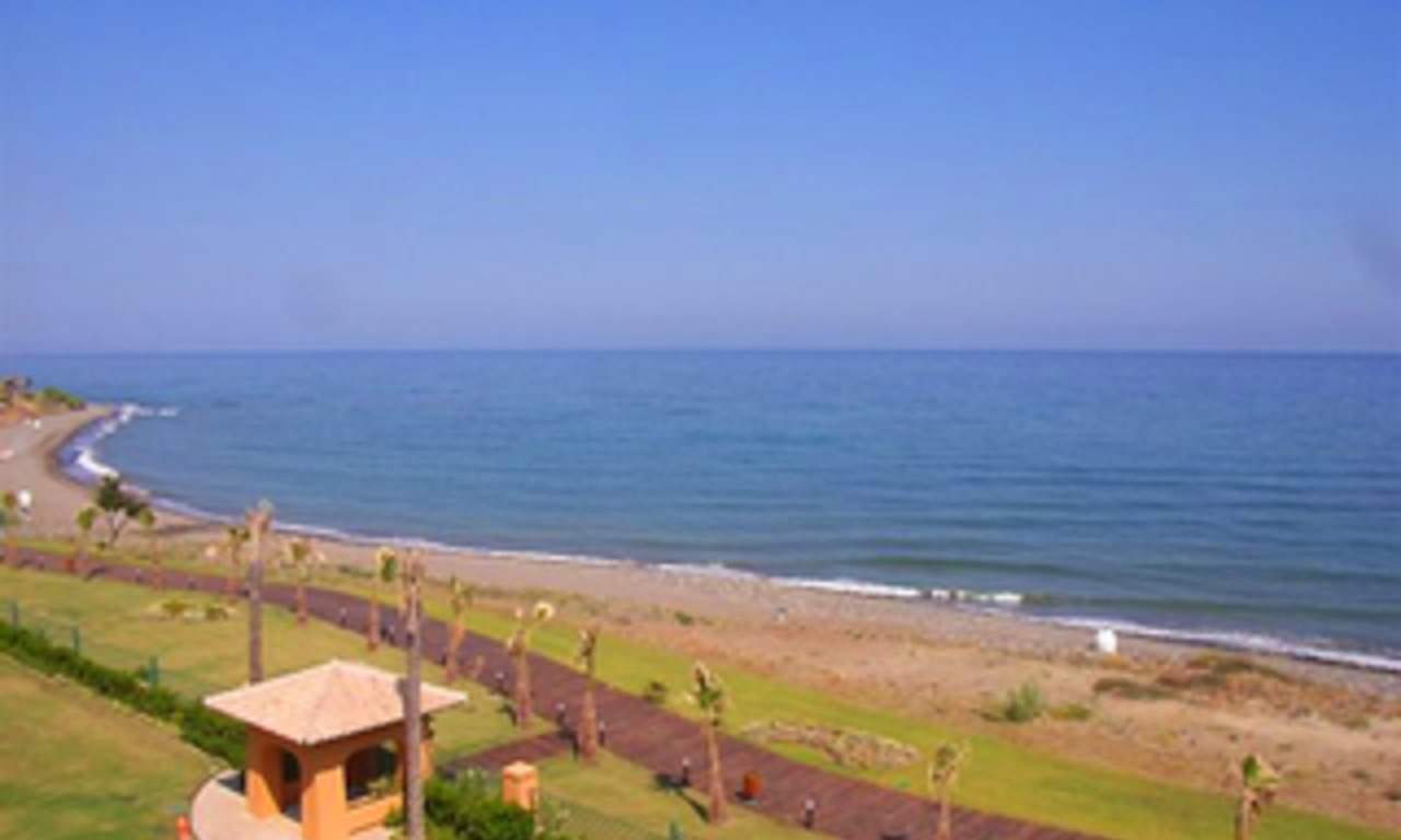 Beachfront luxe penthouse appartement te koop, New Golden Mile, Marbella - Estepona 2