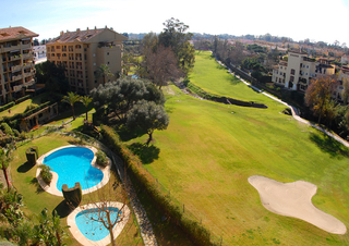 Marbella for sale: frontline golf penthouse te koop in Marbella