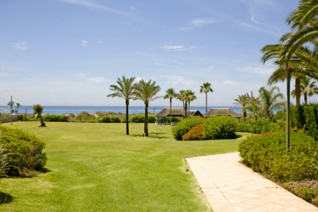 Appartement te koop in frontline beach complex in Elviria te Marbella 2