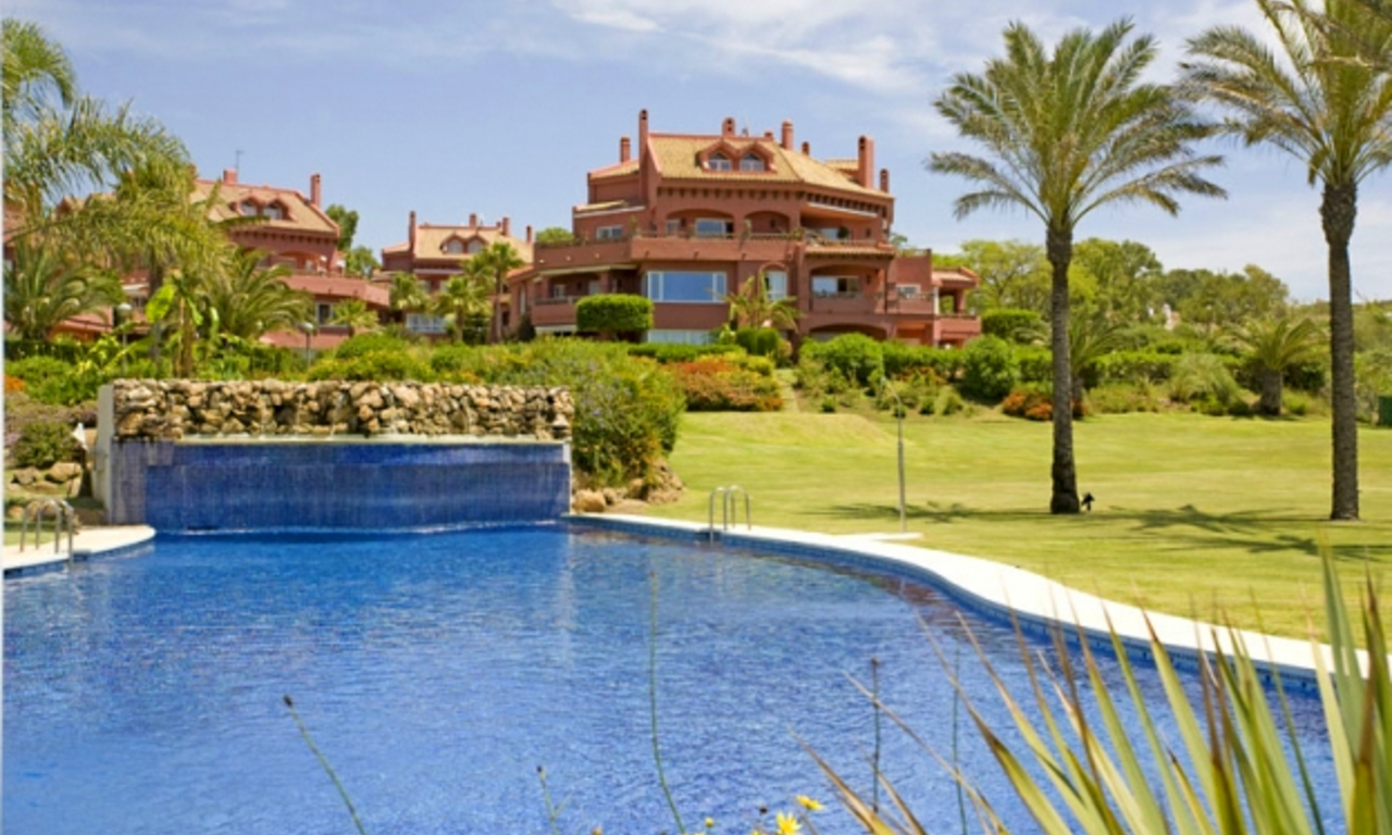 Appartement te koop in frontline beach complex in Elviria te Marbella 4