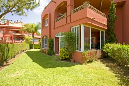 Appartement te koop in frontline beach complex in Elviria te Marbella 6