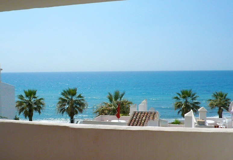 Frontline beach strand appartement te koop in Mijas Costa