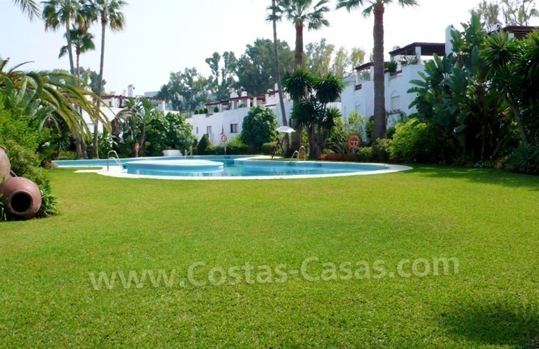Beachside townhouse te koop in Marbella