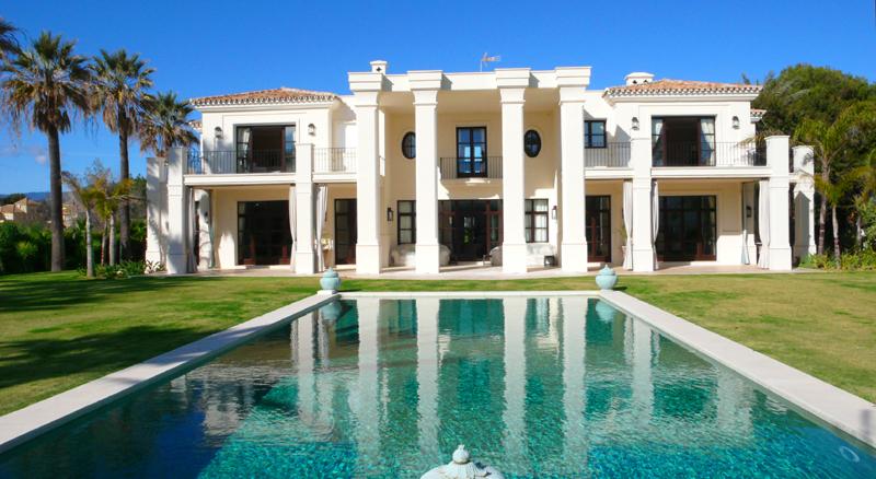 Marbella villa for sale exclusieve beachside villa te koop Antonio Banderas