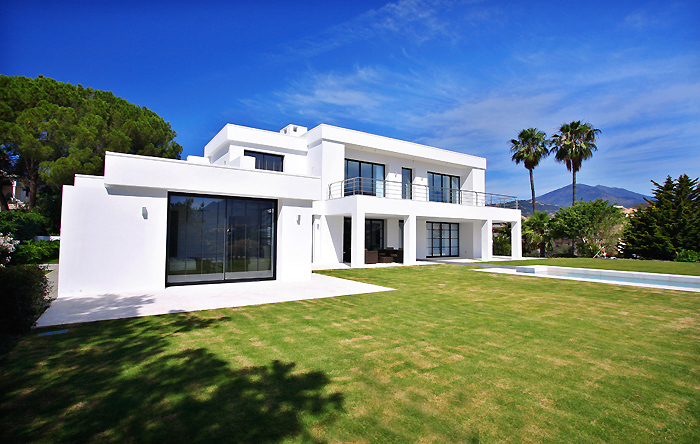 Marbella villa for sale frontline golf moderne villa te koop for Sale moderne