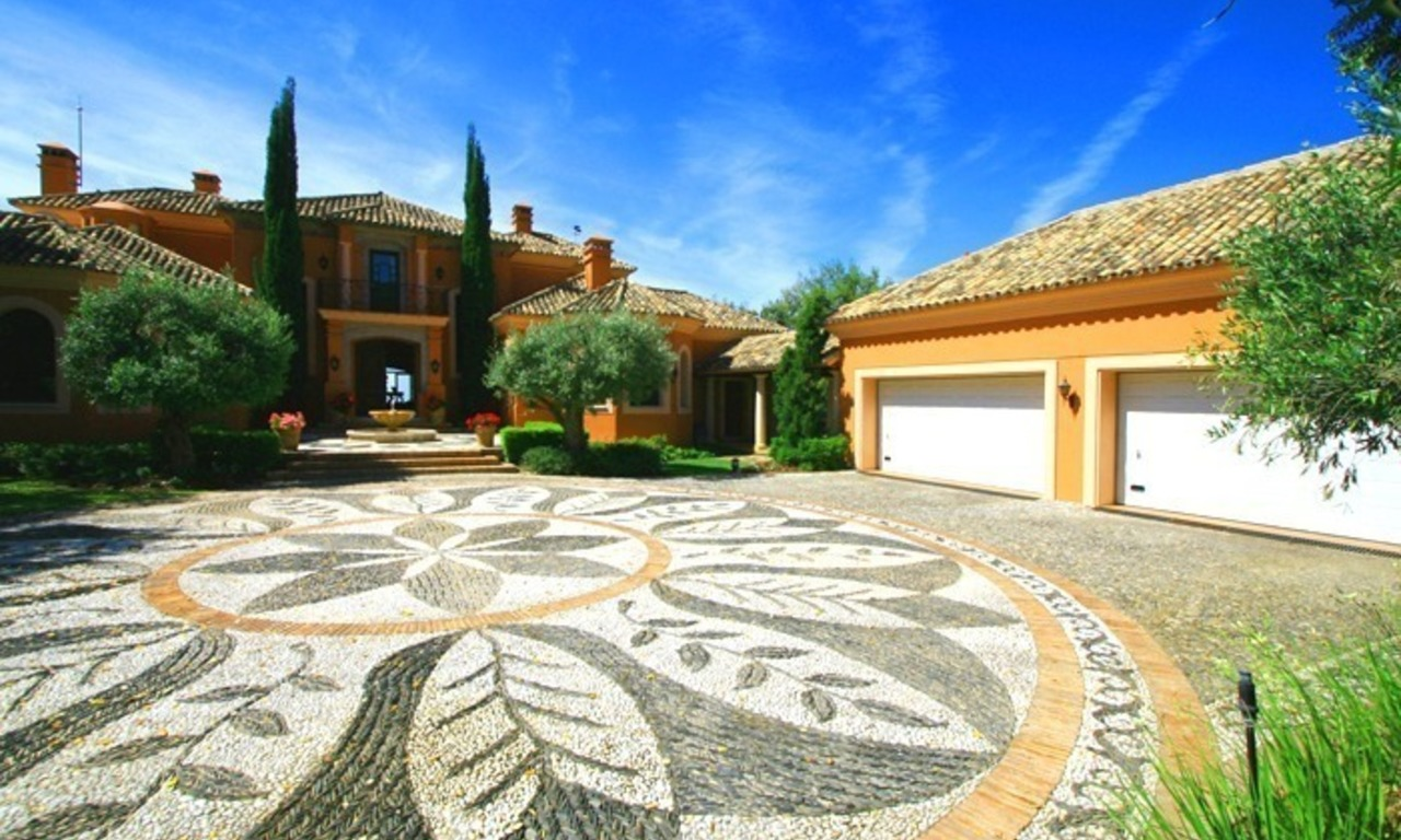 Luxueuze villa te koop, gated secure golf resort, Marbella Benahavis Costa del Sol 3