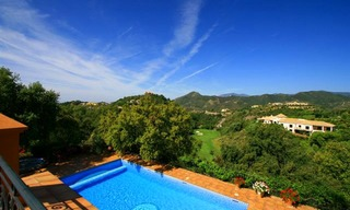 Luxueuze villa te koop, gated secure golf resort, Marbella Benahavis Costa del Sol 2