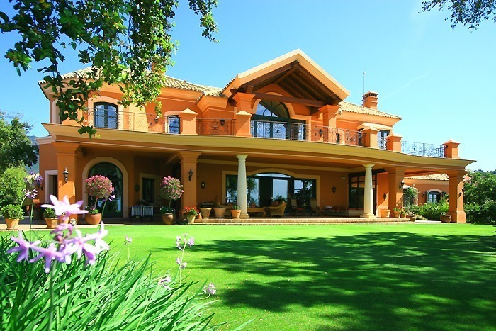Luxueuze villa te koop, gated secure golf resort, Marbella Benahavis Costa del Sol