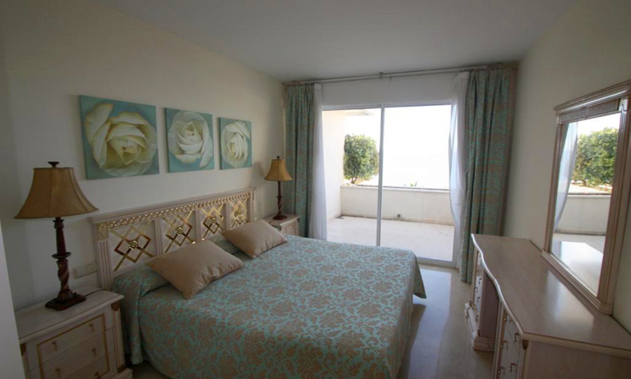Estepona New Golden Mile: beachfront penthouse te koop 5