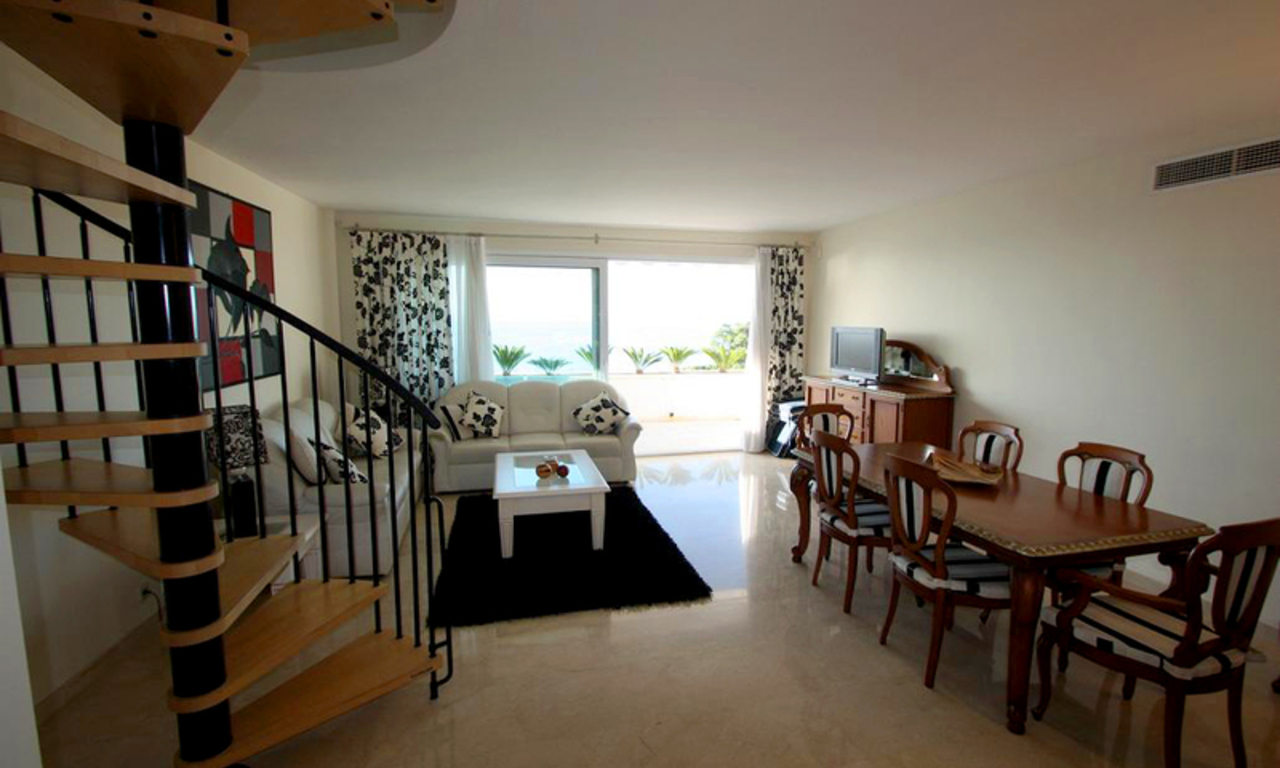 Estepona New Golden Mile: beachfront penthouse te koop 2
