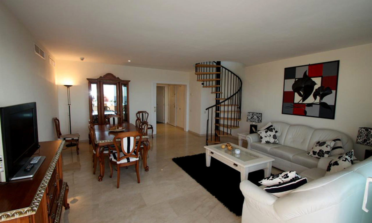 Estepona New Golden Mile: beachfront penthouse te koop 3
