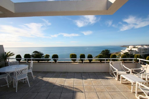 Estepona New Golden Mile: beachfront penthouse te koop 1