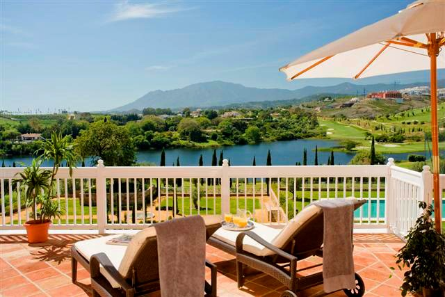 Frontline golf appartement en penthouse te koop in Golfresort Marbella - Benahavis - Estepona
