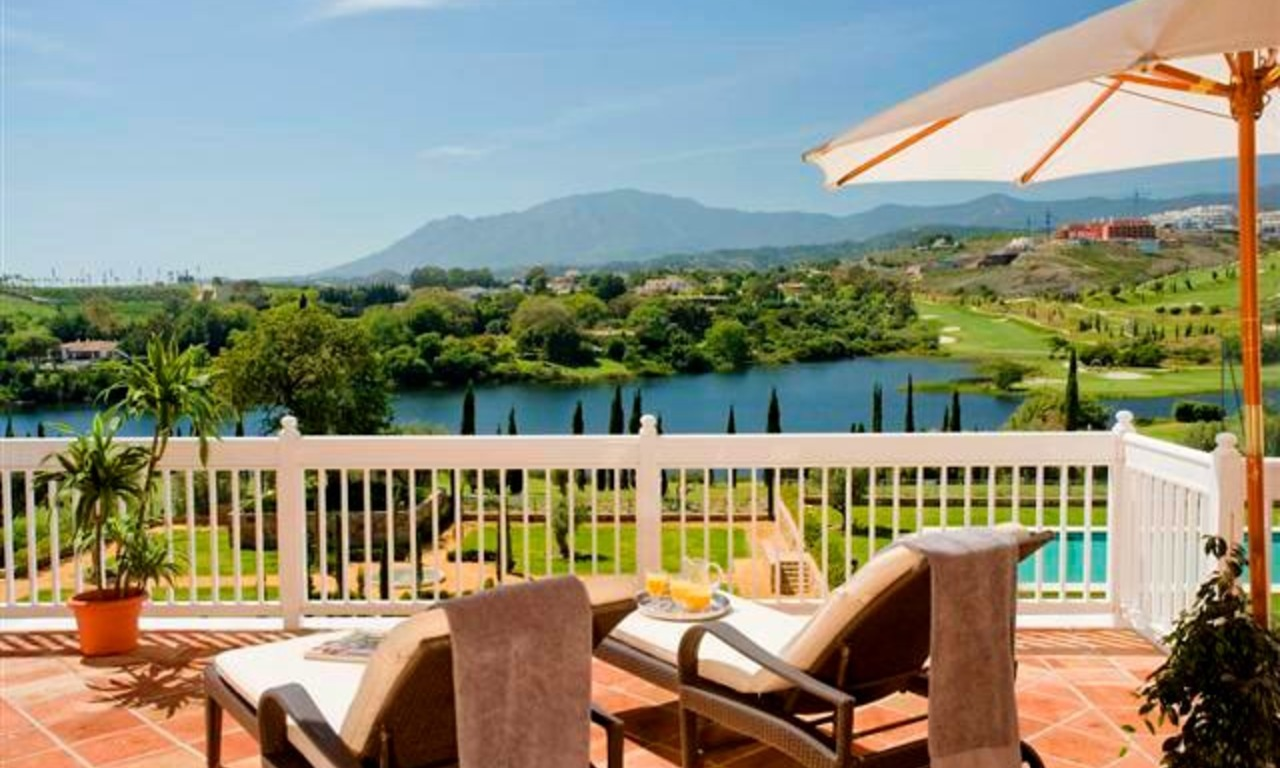 Frontline golf appartement en penthouse te koop in Golfresort Marbella - Benahavis - Estepona 0