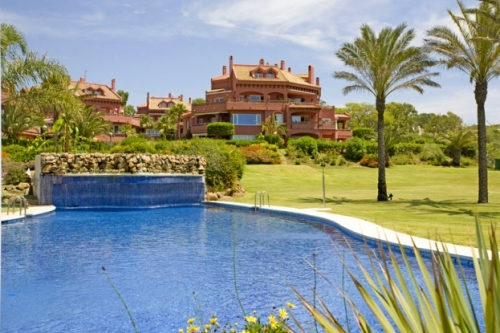 Appartement te koop in frontline beach complex in Elviria te Marbella 0