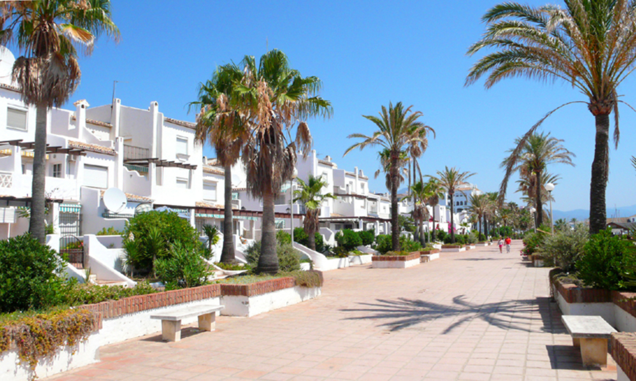 Appartement en penthouse te koop, beachfront La Duquesa, Costa del Sol 8