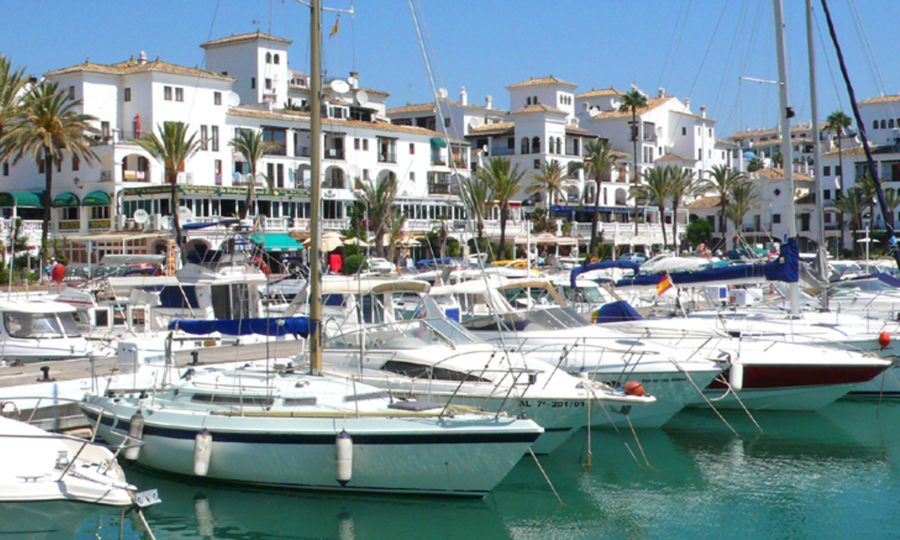 Appartement en penthouse te koop, beachfront La Duquesa, Costa del Sol 11