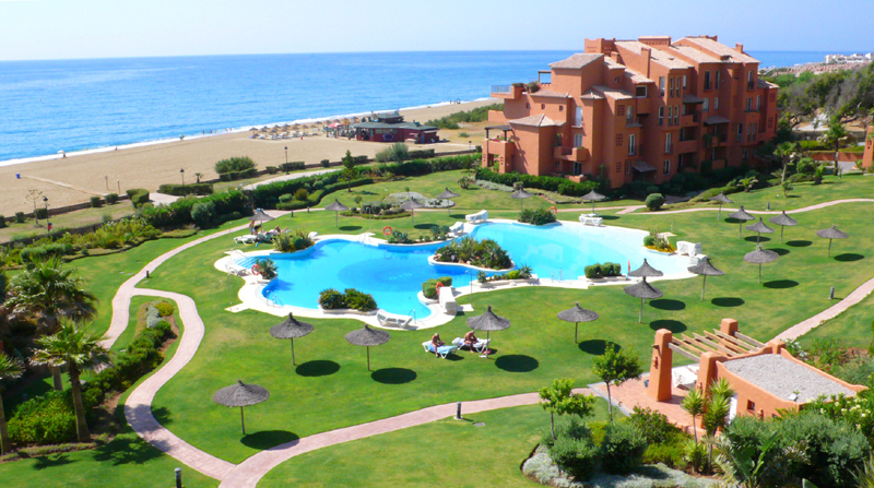 Appartement en penthouse te koop, beachfront La Duquesa, Costa del Sol