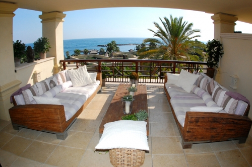 Luxe beachfront appartement te koop in Puerto Banus - Marbella