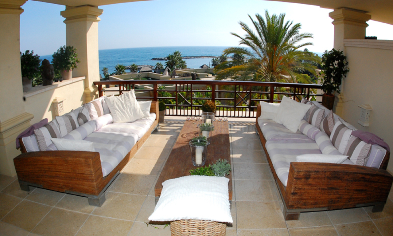 Luxe beachfront appartement te koop in Puerto Banus - Marbella 0