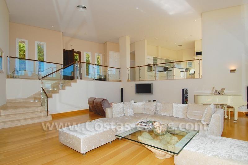 Marbella for sale Luxe villa in moderne stijl te koop met zeezicht
