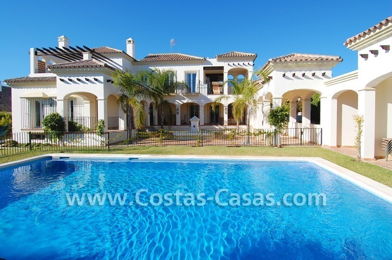 Luxe beachside villa te koop in Marbella