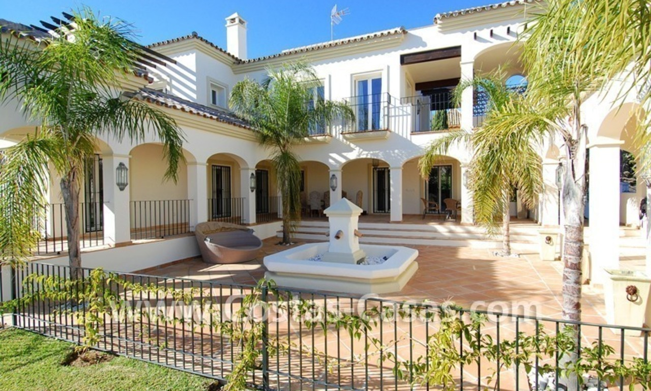 Luxe beachside villa te koop in Marbella 4